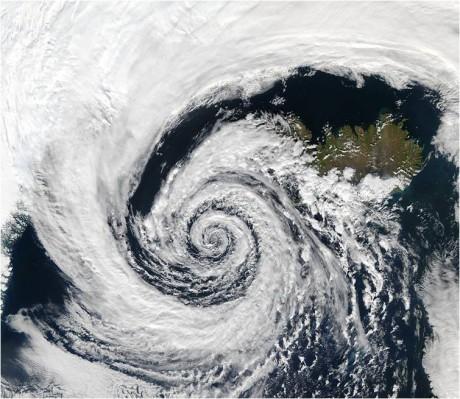 Un sistema di bassa pressione sull'Islanda (Fonte: NASA's Aqua/MODIS satellite)